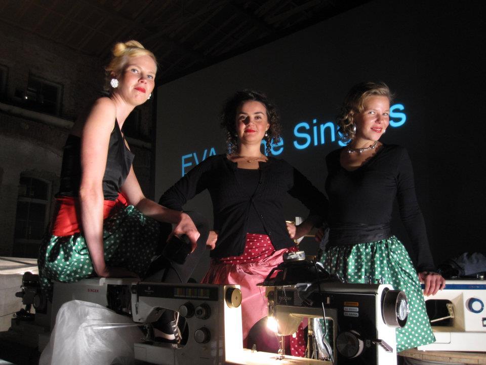 Soome bänd Eva and The Singers teeb kogu oma muusika õmblusmasinatega.