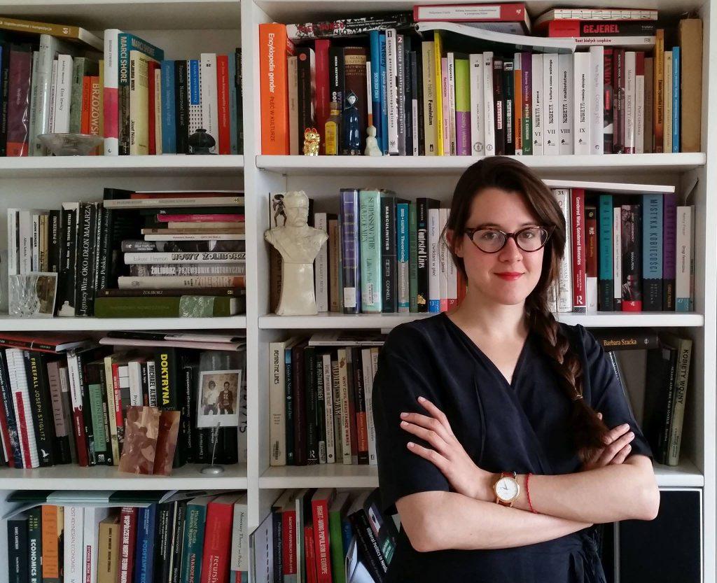 Weronika Grzebalska on sotsioloog ja Poola Teaduste Akadeemia doktoran ja feminist, kes uurib militarismi, natsionalismi ja poliitilisi õigusi.